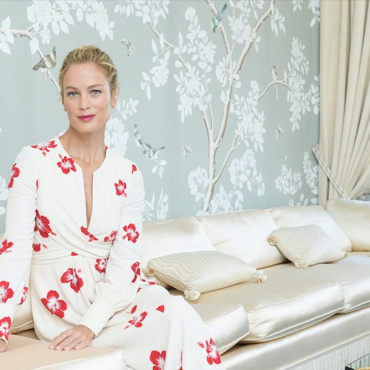 Carolyn Murphy celebra 20 años como embajadora de Estée Lauder